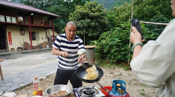 山村里的网络主播:请你看看山里的美景美食