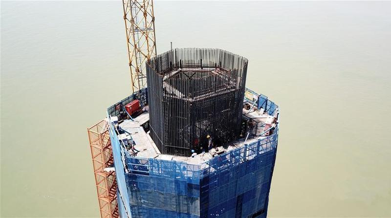 深中通道中山大桥主塔建设进展顺利