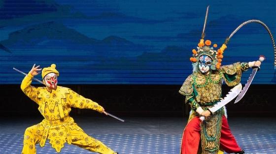 京剧演出丰富学生暑期生活