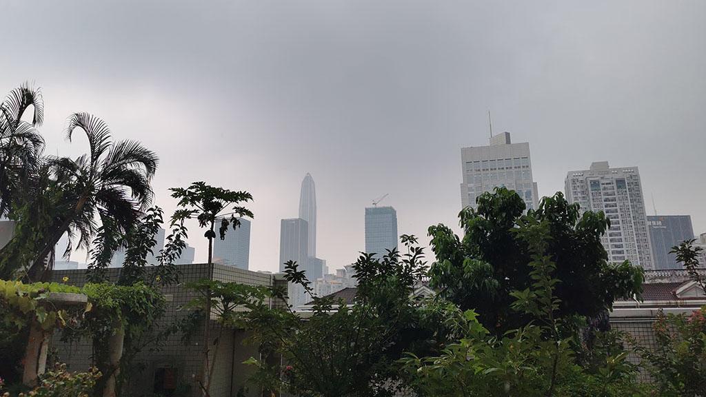 深圳发布雷电预警 高温黄色预警持续生效中