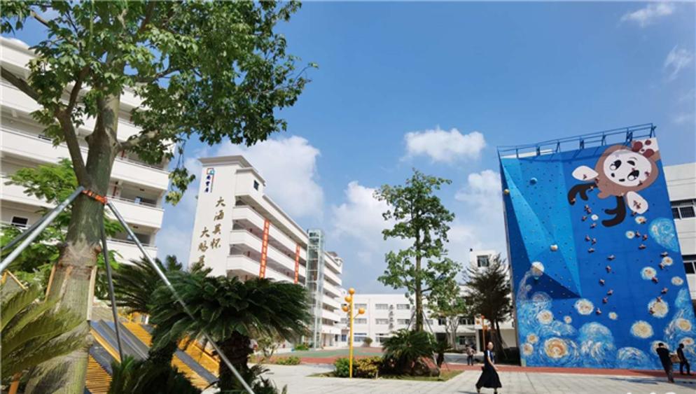 大鹏华侨中学迁至过渡校区,原址将建红岭教育集团大鹏校区