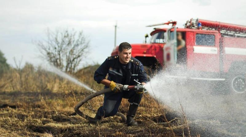 波兰一疑似化学废物贮存场发生火灾
