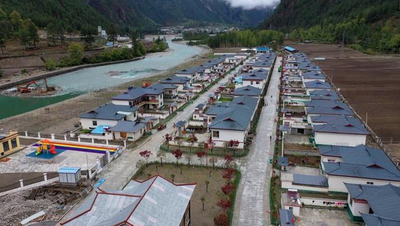 深圳援藏医疗队、察隅县人民医院医护人员下乡为学尼村民义诊