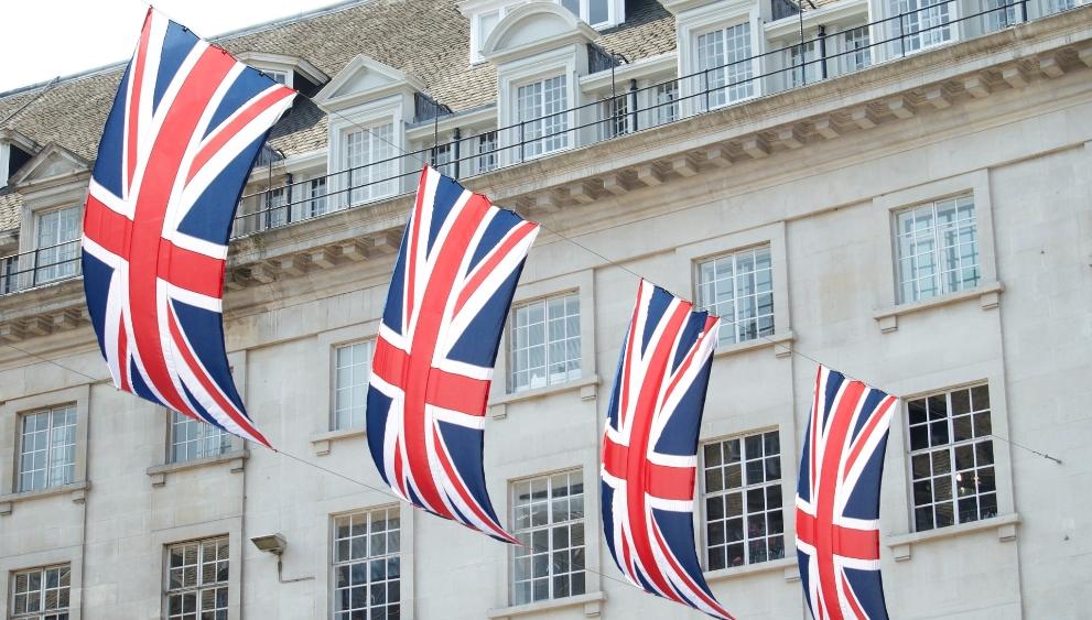 英国宣布实施新的防疫限制措施