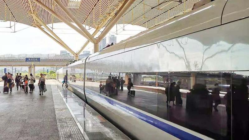 深圳铁路开足最大运力 应对中秋国庆黄金周假期客流高峰