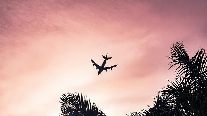 国航客机一乘客自杀,救援者发文还原现场:请宽容逝去的生命