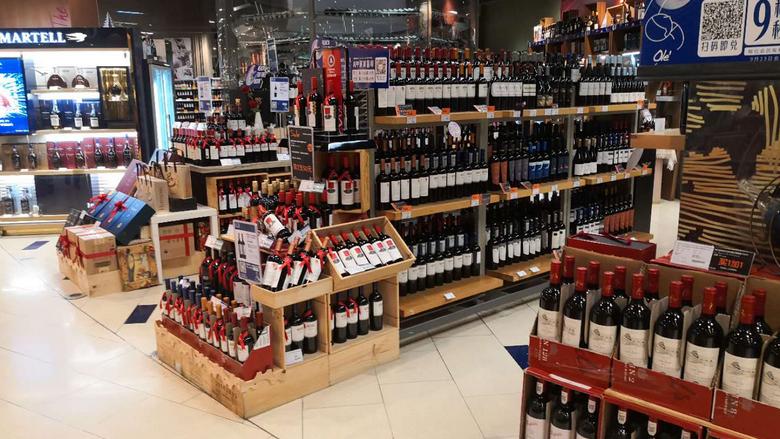 九号查酒 突查罗湖Ole精品超市 酒协专家现场科普酒类知识