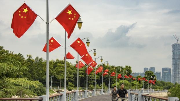 """10万面国旗形成""""红色海洋"""",深圳焕然一新迎接""""中秋国庆"""""""