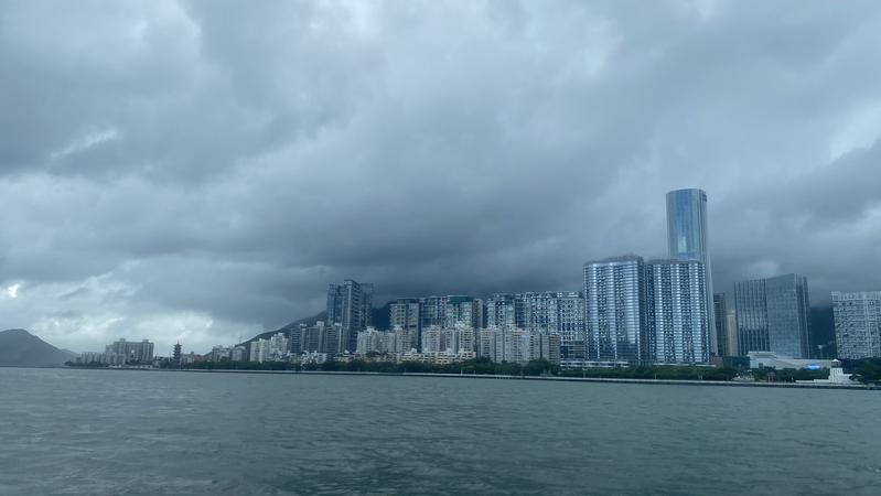 """备一份假期天气攻略吧!""""双节""""期间深圳无台风影响,冷空气活跃"""
