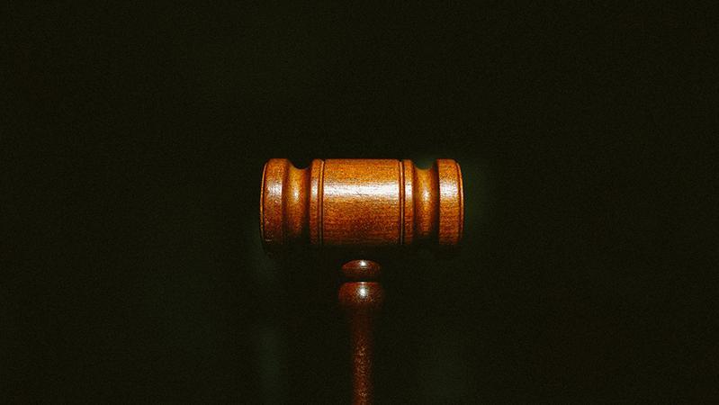 河北女子用剪刀刺死丈夫案开庭:被告人是否正当防卫成焦点