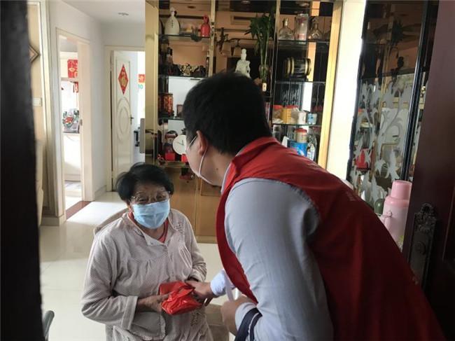 """暖心重阳 南山区为60岁以上特殊老人送上四份健康""""大礼包"""""""