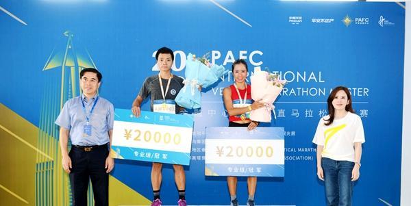 19分40秒登顶  选手刘勤华夺得平安金融中心国际垂直马拉松冠军