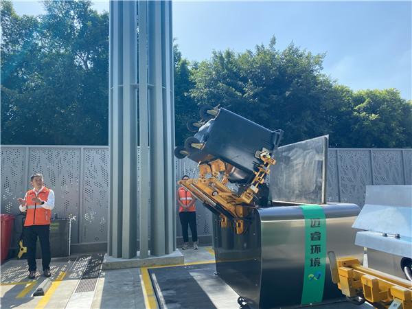 """效率提升10%  罗湖引入智能环卫机器人为环卫工人""""减负"""""""