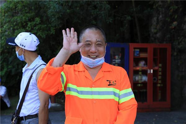 暖心!罗湖组织环卫工人游览锦绣中华民俗村
