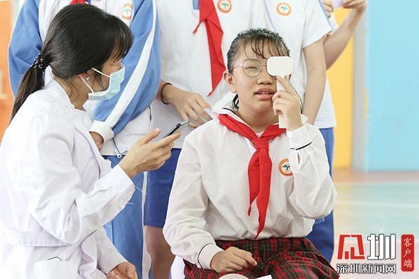 北中医深圳医院为2.2万名中小学生进行视力筛查