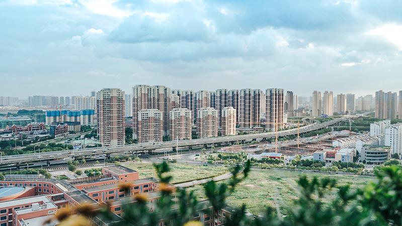 还能华丽转身吗?杭城这栋著名在建大厦7亿起拍,背后是一位温州老板从巅峰跌落的人生