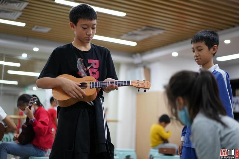 音乐助力成长 星河街尤克里里学习营汇报演出举行