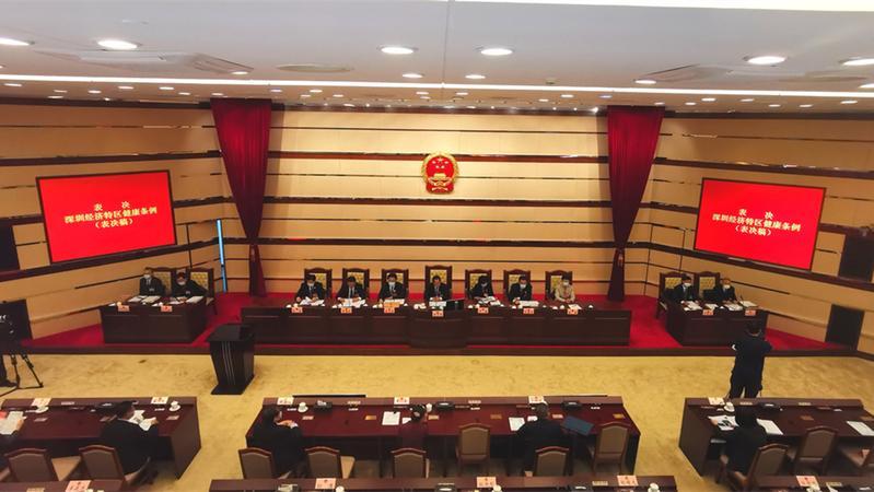 深新早点丨深圳立法对未成年人全面禁酒,商家卖酒给未成年人将处3万元罚款(语音播报)
