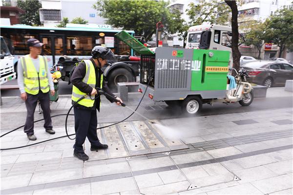"""""""零距离""""体验执法装备 让市民走近城管了解城管"""