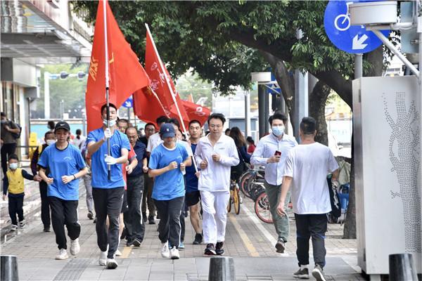 响应全民健身月 深圳长跑日罗湖分会场激情奔跑