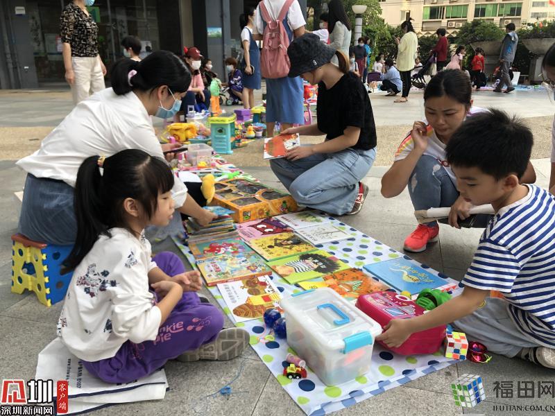 """环保又欢乐 200余人在彩虹社区跳蚤市场""""淘宝"""""""