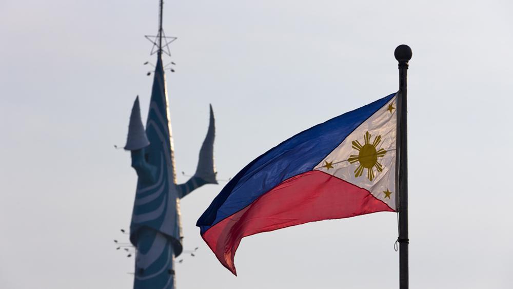 台风接连袭菲22万人住避难所 专家吁慎防疫情扩散