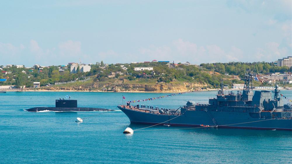 俄国防部:俄驱逐舰阻止美驱逐舰侵犯俄海上边界