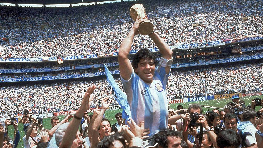 阿根廷球王马拉多纳因心脏骤停去世微杏青青草视频,享年60岁
