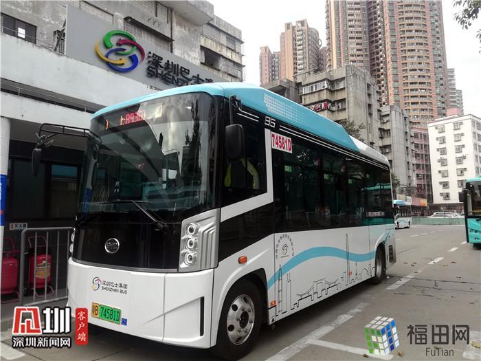 十个座位还配备残疾人专席!体验深圳最小电动巴士