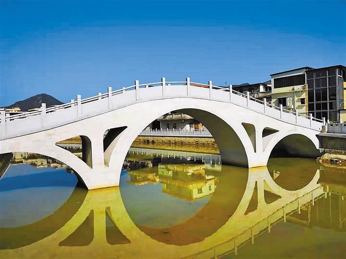 """桥拱弯弯连两岸 河水清清飞白鹭 一座""""赖汉桥""""多少感人事"""