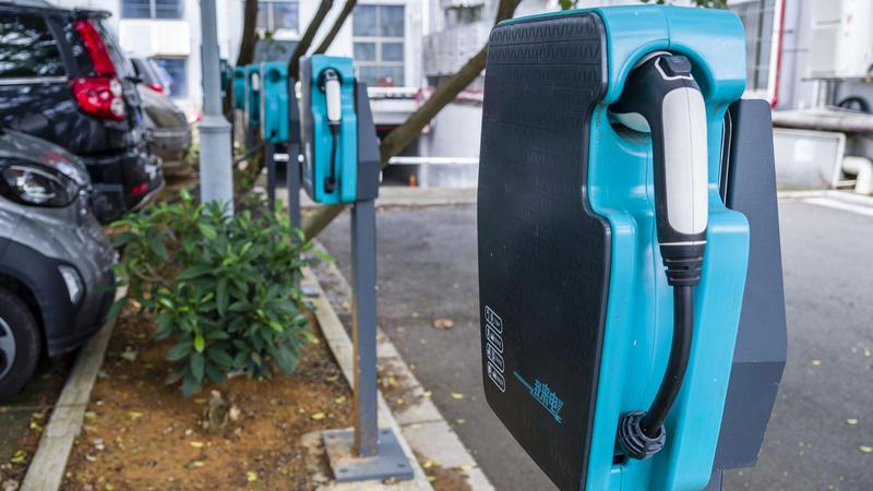 深新早点丨@深圳人,新能源汽车路边停车优惠政策延期啦
