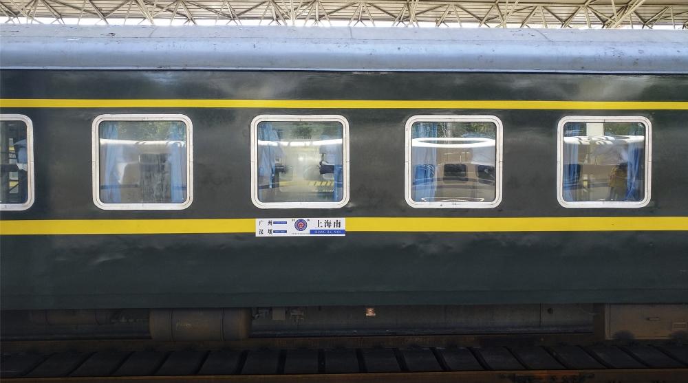 1月20日深圳地区火车站实行新的列车运行图
