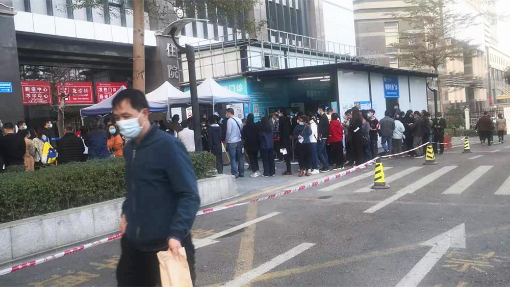 深圳市部分核酸检测点出现排队现象 医院:已增人手支援采样