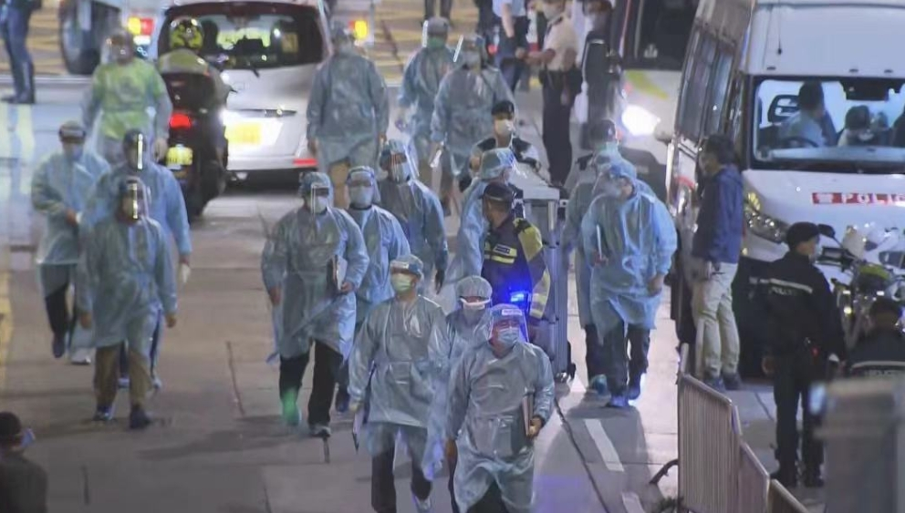 """香港政府宣布尖沙咀、元朗等部分区域为""""隔离区域"""" 市民需接受强制检测"""