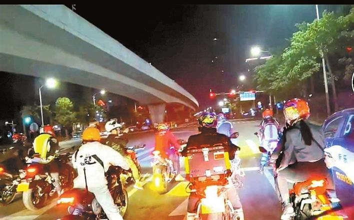 """""""禁摩""""令下深圳街头摩托车又多起来了 市民呼吁加强执法力度"""