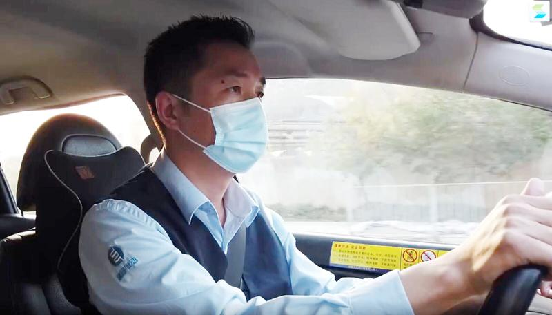 留深过年|从业11年,安全准时让他成就满满,深圳的哥隔空告白妻子