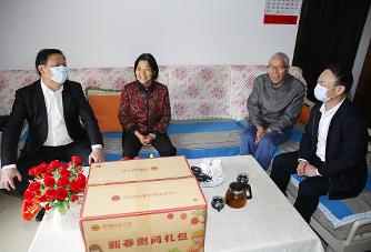 深圳市总工会开展2021年春节走访慰问劳动模范活动
