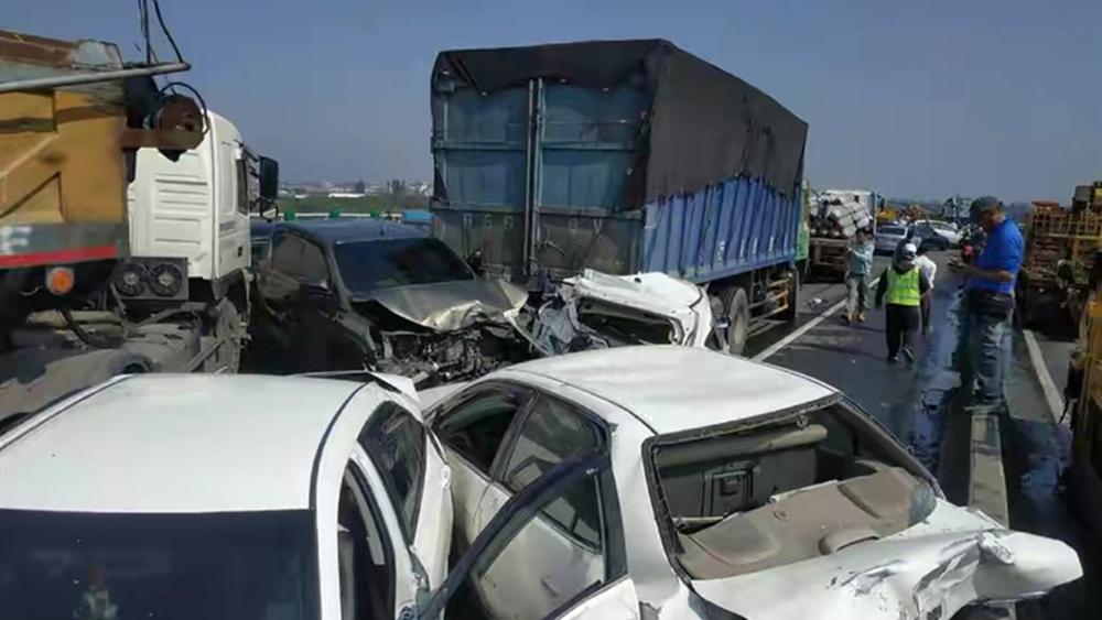"""台湾""""云嘉大桥""""发生重大车祸 致2死8伤"""