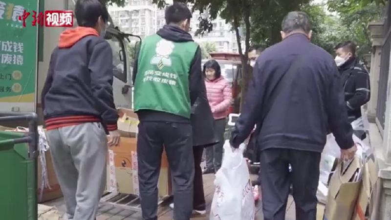 海归硕士改行做废品回收员 月收入达三四万