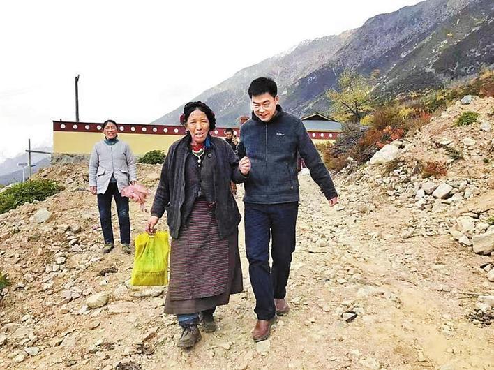 """深圳援藏医疗专家王甘露:藏民们亲切地称他为察隅好""""门巴"""""""