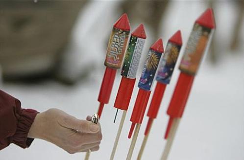春节期间18人因非法销售烟花爆竹被行拘,售燃冷光烟花也属违法