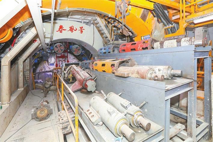 盾构巨无霸是怎么在地底掘进的?带你探访施工现场