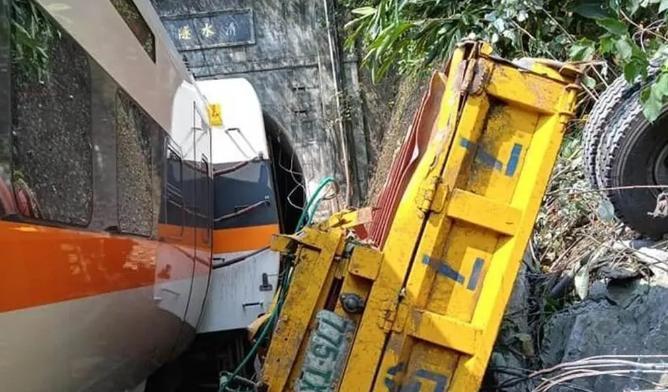 滚动 台铁列车出轨事故:目前已致54人死亡 最小仅6岁