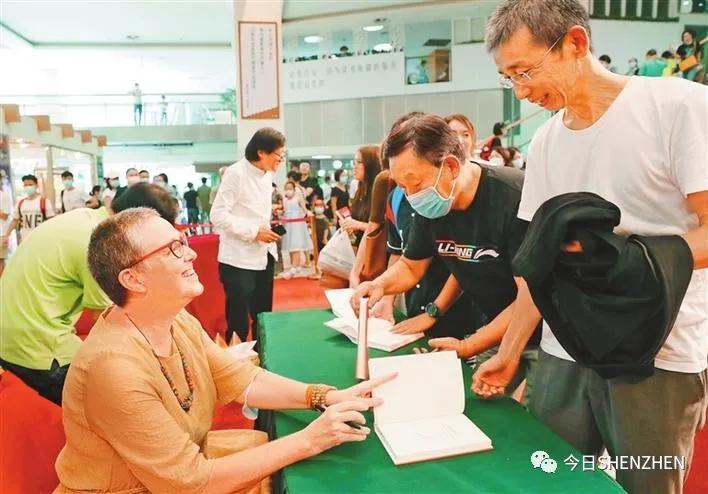 蛇口外籍居民赞叹深圳国际化城市建设:来了不想走,老外不见外