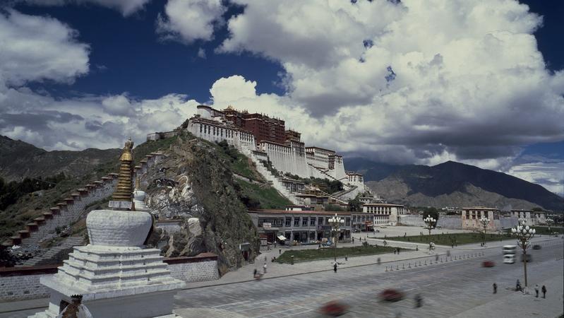 考古研究显示来自东亚的人群在距今四千年前已定居青藏高原腹地