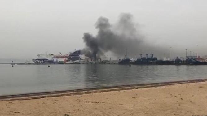 突发!山东港口威海港一艘客滚船发生爆炸