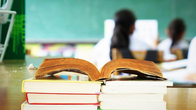 弃用教材让学生另买?内蒙古锡盟教育局:未弃用,但将换教材
