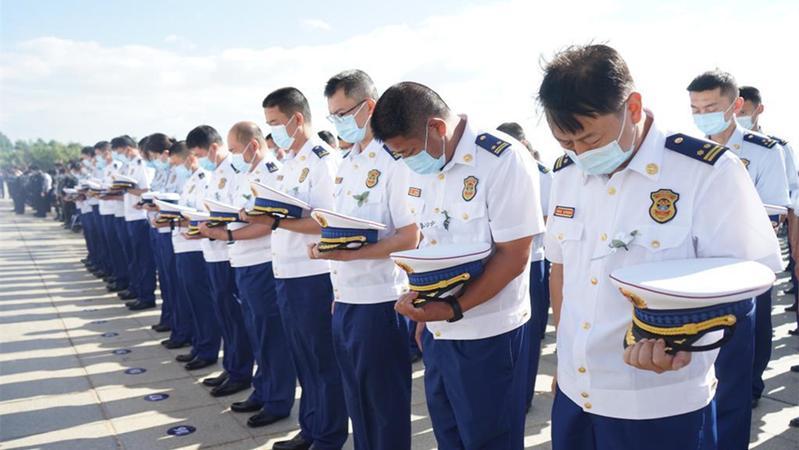 洱海坠机4名机组人员被批准为烈士 数千干部群众悼念