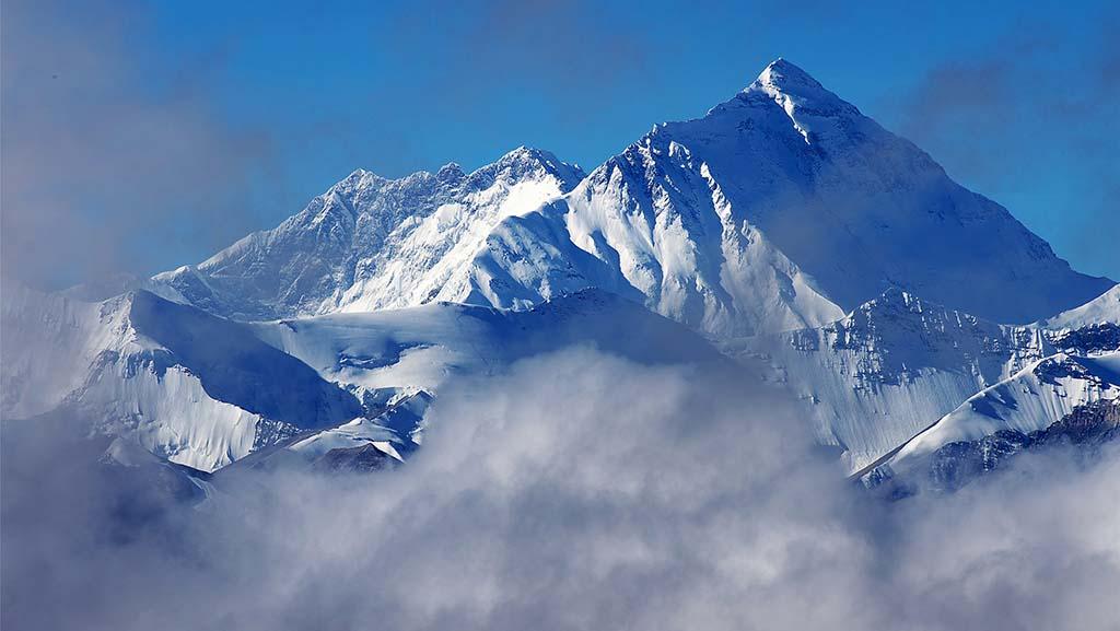 开派对致感染扩散,尼泊尔珠峰大本营外国登山者检测阳性后撤离