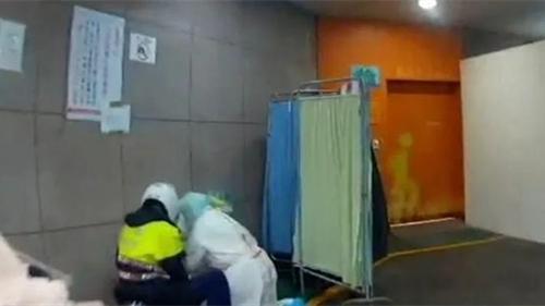 台七旬确诊男子打爆玻璃逃离医院 被抓后发现竟是通缉犯